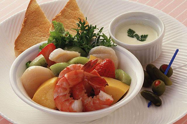 スープパン付きのリッチな洋食