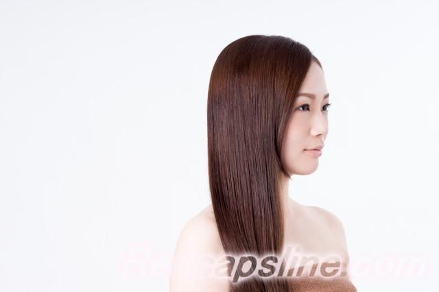 パサつく髪用のシャンプー剤紹介、髪の長い女性
